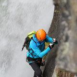 Im schweren und neuen Abschnitt des Klettersteigs Lehner Wasserfall bewegt man sich direkt am Wasser