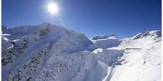 Raport śniegowy: Lodowce w Alpach zalane słońcem, ruszają wyciągi w Kitzbühel - ©Ötztal Tourismus