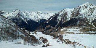 Foppolo - Carona - Brembo Ski - 19 marzo 17 innevamento accettabile vista la stagione, piste poco affollate. Mi sono divertito fino alle 11, poi il fondo ha iniziato a rovinarsi. Giornata calda - ©Angelo