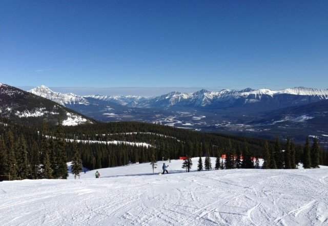 beautiful day!  warmed up near noon and the snow was starting to feel heavy.  groomed runs were fantastic in the morning
