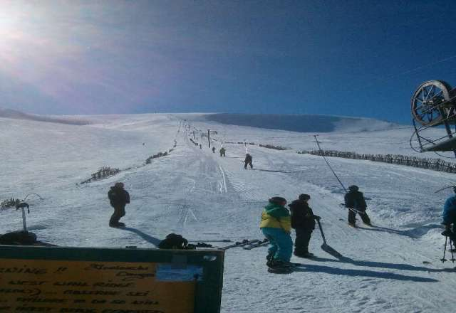 stunning weather. great snow, no queues - glenshee is a delight right now.