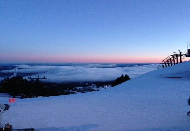 Friday night was a good fun, some hard pack but enough loose stuff to enjoy. Amazing sunset over the clouds.