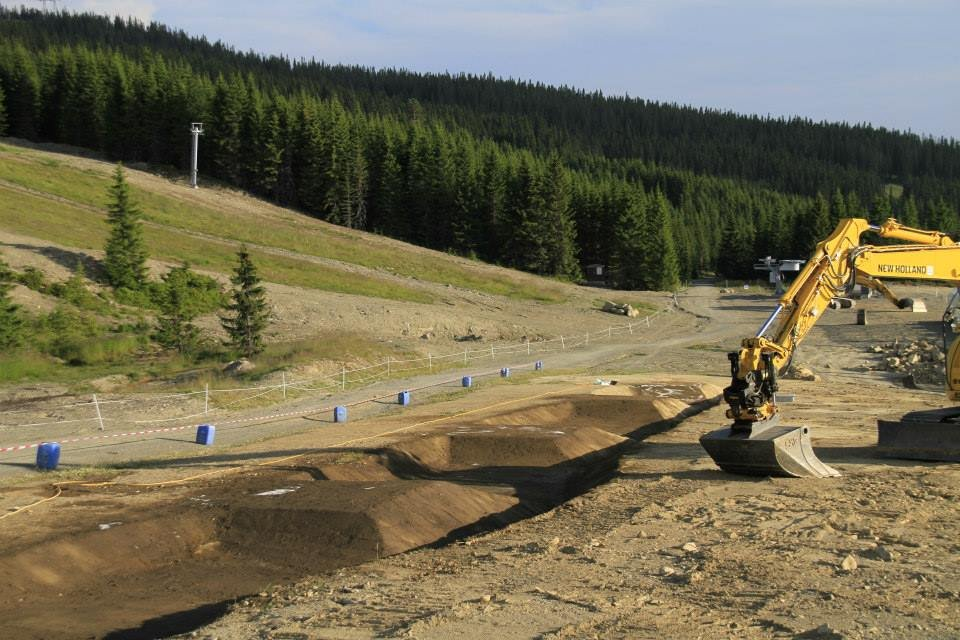 Downhill in Hafjell summer 2013 - Showing the new skill center being build