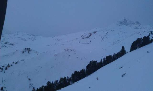 snowing hard, much more forecast so powder for the rest of the week, runs in good shape but will benifit from the fresh snow