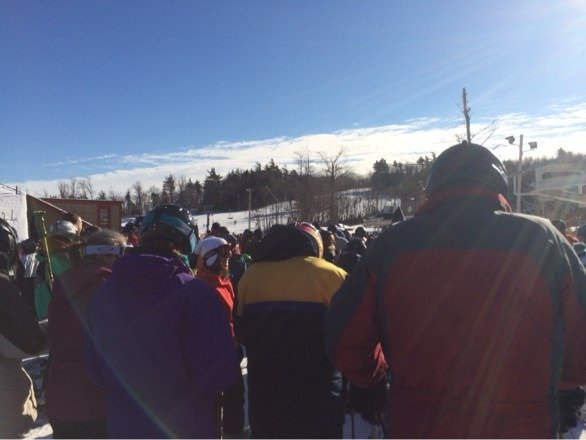 Super crowded lines are like. 30minutes to just get of the lift....plays takes about an hr to just get the lift ticket
