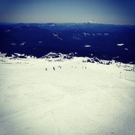 Awesome day! Blue bird day with no wind! Snow was a little hard in the morning but was amazing in the afternoon! Palmer/Magic Mile was open and it was super fun :)