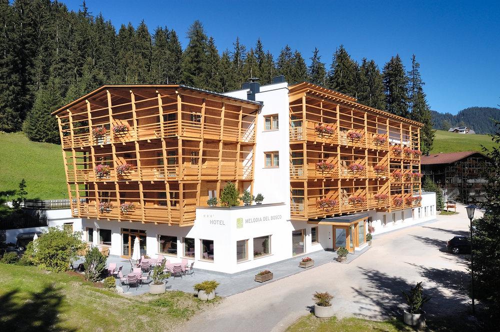 Hotel melodia del bosco alta badia corvara la villa - Hotel corvara con piscina ...