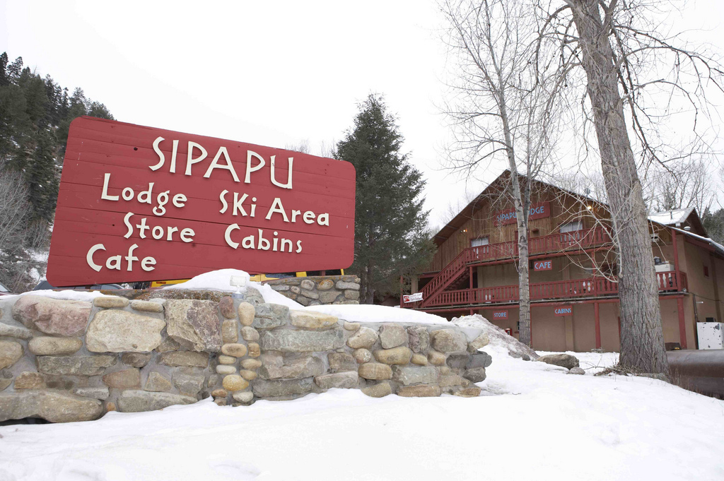 The sign out front of the Sipapu lodge.