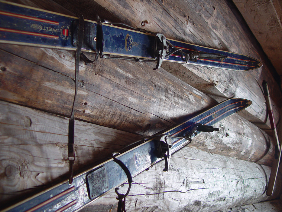 Pair of old skis on wall in Tauplitz.