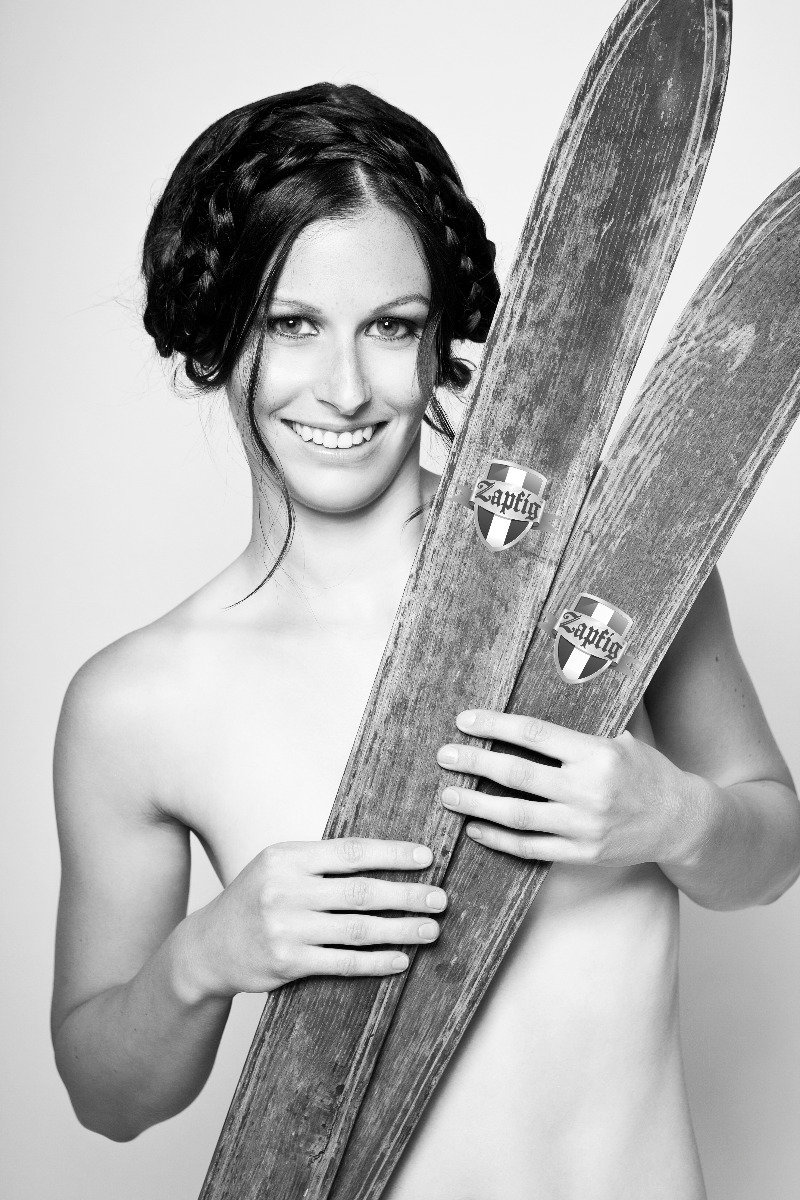 Ski instructor calendar 2015: Miss June - ©Gitta Saxx | www.skilehrerinnen.at