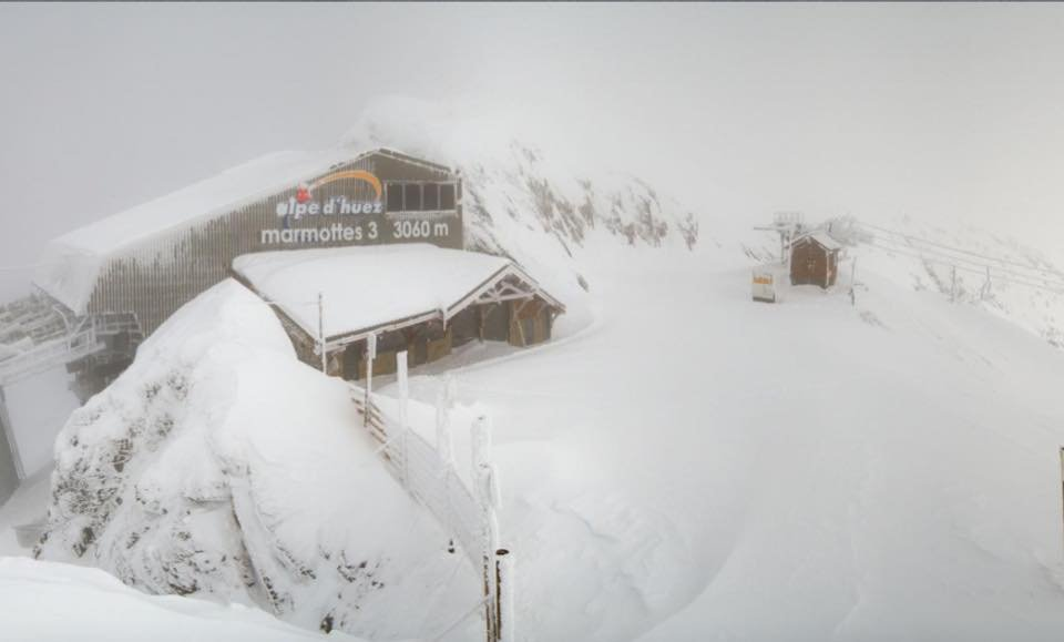 A metre of snow in Alpe d'Huez Nov. 18, 2014 - ©Alpe d'Huez/Facebook