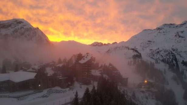Sunrise at Avoriaz. It's snowing nicely now.