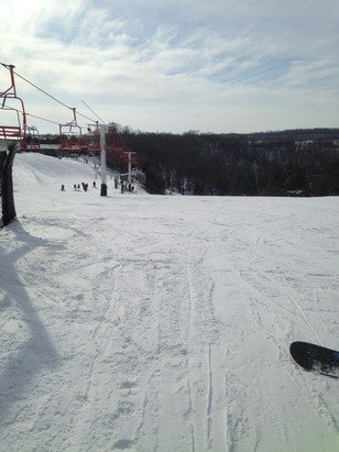Slopes were grate no slush cool terrane parks and good for beginners to advanced skiers / snowboarders.