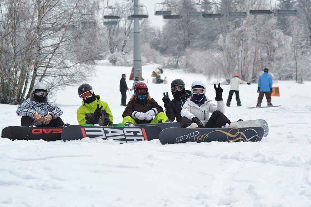 Snowboarders at Certak - ©facebook.com/SkiKarlov.cz