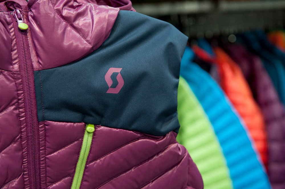 SCOTT brings back an Editors' Choice fave from last season, the Solute Women's Vest that's designed to be worn over or under a shell. - ©Ashleigh Miller Photography