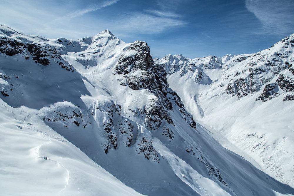 Viele Möglichkeiten und weitläufiges Terrain - von der Madrisella bis zur Heimspitze, und dazwischen weitere schöne Nordhänge