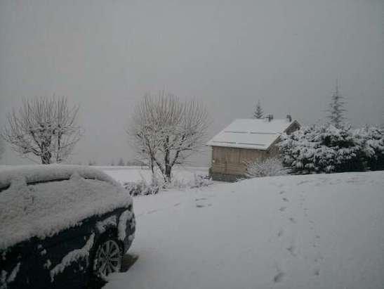 Les Gets - heavy wet snow overnight. Christmas again! - ©Chalet Uxello