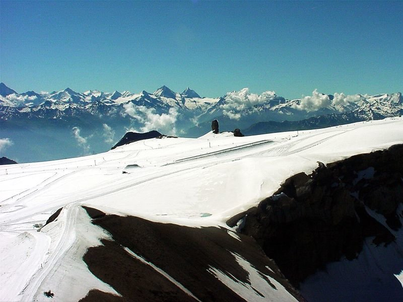 Snow-topped mountains in Les 2 Alpes