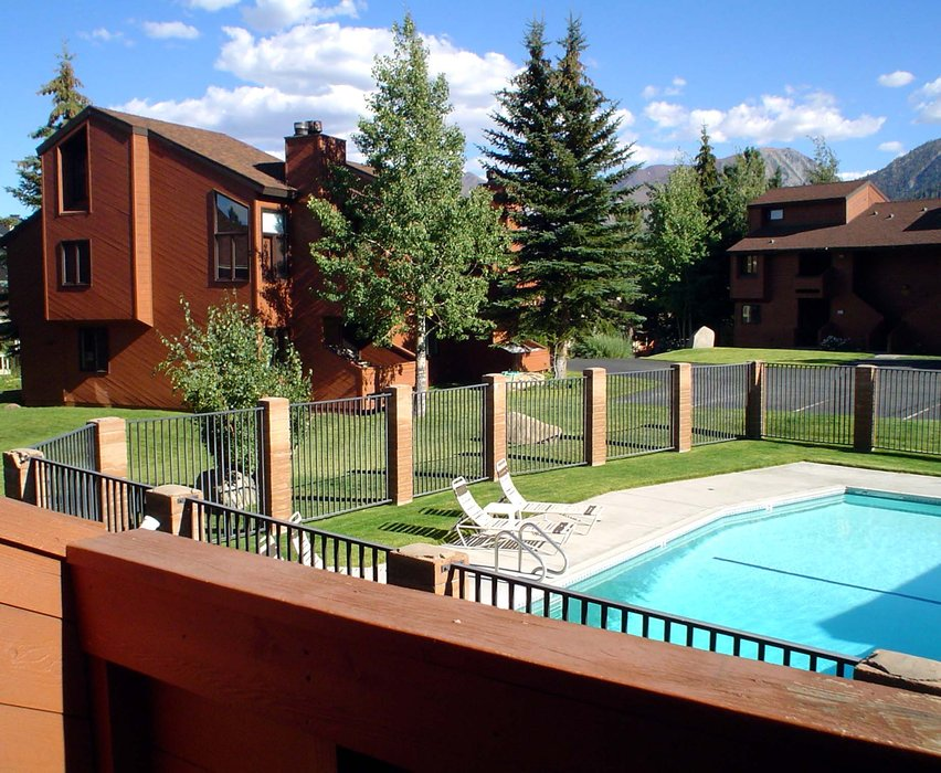 Pool and lodging, Mammoth