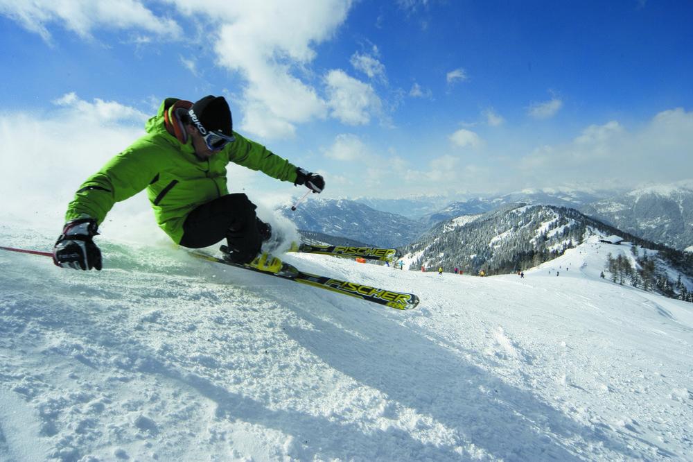 Skier in a tight turn at Bad Kleinkirchheim