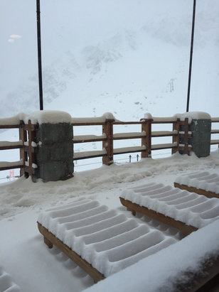 Ski Portillo - Snow is coming down. Lifts not spinning. Avalanche danger  - ©Michael Nichols' iPhone
