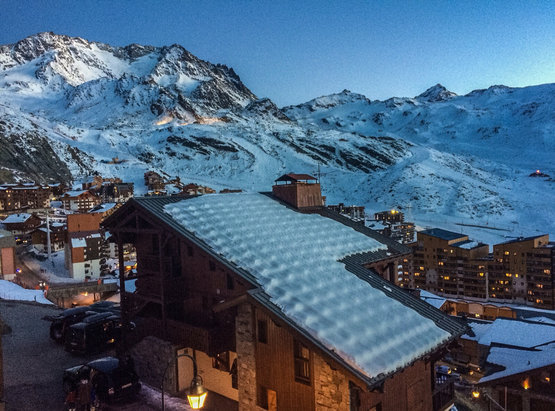 Val Thorens - Not much snow, but only one place in Europe that has snow  - ©Jekaterina's iPhone
