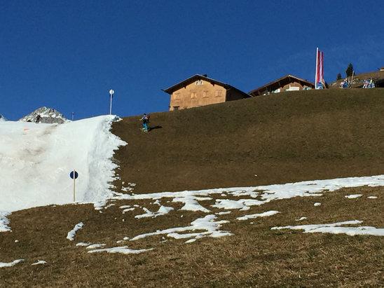Lech Zürs am Arlberg - Skiing on the grass - ©Mayke