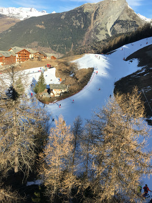 Sainte Foy Tarentaise - Not much snow, bit icy in places, half the runs closed. Forecast is good for next week.  - ©Zyborg Portal