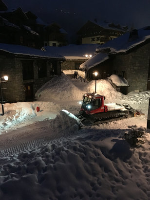 Les Arcs - Morning preparations in Arc 1950. Got here yesterday (09/01) arrived to heavy snow. Haven't been out on the slopes yet, but all looks dandy!  - ©STU'S PIECE