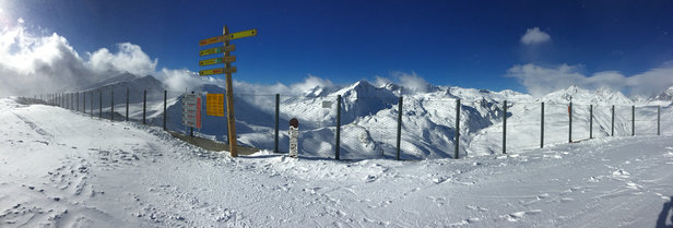 La Thuile - Sun!s out, powder is fresh, just a shame the locals won't open the full ski area! Maybe tomorrow - ©Mark's iPhone