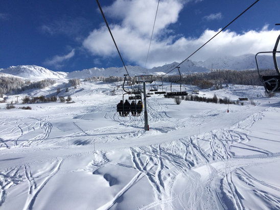 Les Arcs - Sunshine and plenty of snow  - ©Nick's iPhone