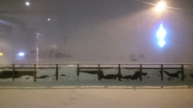Tignes - Snowing now, reports say 48cm overnight. - ©swampyonboard