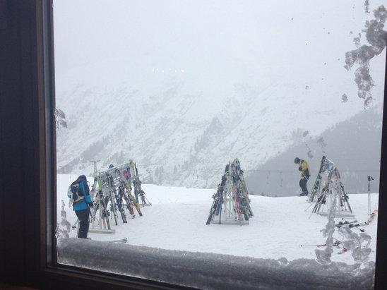 Skiarena Andermatt-Sedrun - Wunderbarer powder - ©Peters iPhone