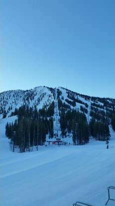 Mt. Rose - Ski Tahoe - 7:15 am full groom ,nothing but sun,8:00 am lifts today - ©sevenofnevada