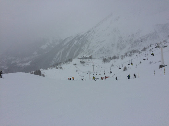 Chamonix Mont-Blanc - Snowing and low visibility. Crowded too, but the conditions are good. Better visibility on the lower half of the mtn.  - ©Jeff's iPhone