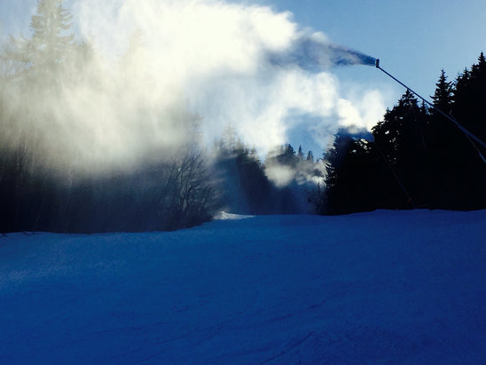 Sunday River - Nice day on the mountain.  Barker had stashes of homemade powder and light to no lines.   SR doing a great job of making snow and grooming when they have the opportunity. - ©Jeff's iPhone