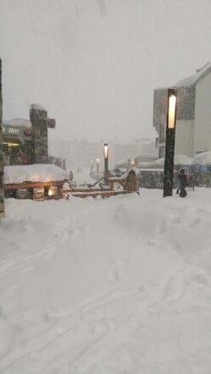 Tignes - complete white out today with 90% of the lifts closed due to high winds.  - ©ak2keir