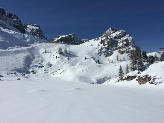 Canazei - Belvedere - Det har vräkt ner snö över Canazeiområdet. Men vi fick några dagar med strålande sol också.  - ©ToniRat