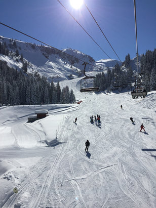 Chatel - Beautiful day, great snow, blue skies and only a smattering of people!   - ©JACQUELINE's iPhone
