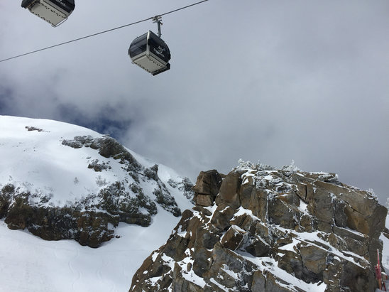 Mammoth Mountain Ski Area - Off and on flurries/sunshine.  - ©JayboneyPhoney