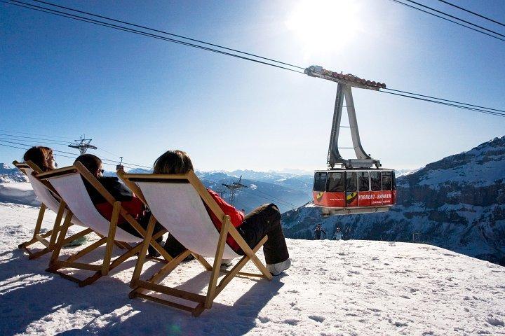 Visitors to Leukerbad sunning in sight of gondola.  Torrent, © Christian Pfammatter / leukerbad.ch
