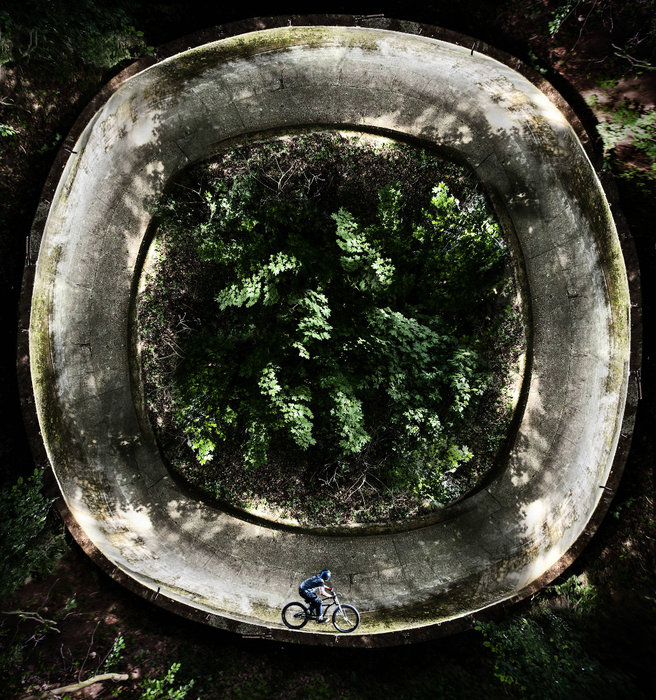 Around the trees - ©Red Bull Illume | Miloš Štáfek