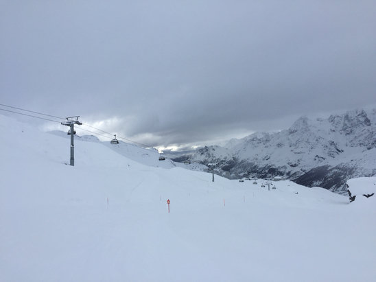 Cervinia - Breuil - Starting to clear up today. Tons of fresh powder on the slopes.  - ©JZ's iPhone