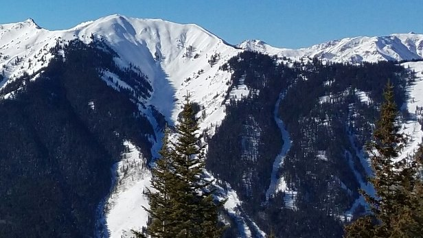 Aspen / Snowmass - Blue sky day over the holidays  - ©anonymous