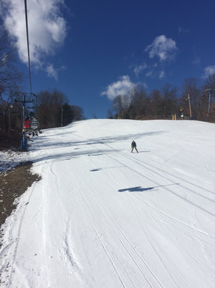 Mount Southington Ski Area - Nice snow on a picture perfect day.  - ©Christina's iPhone