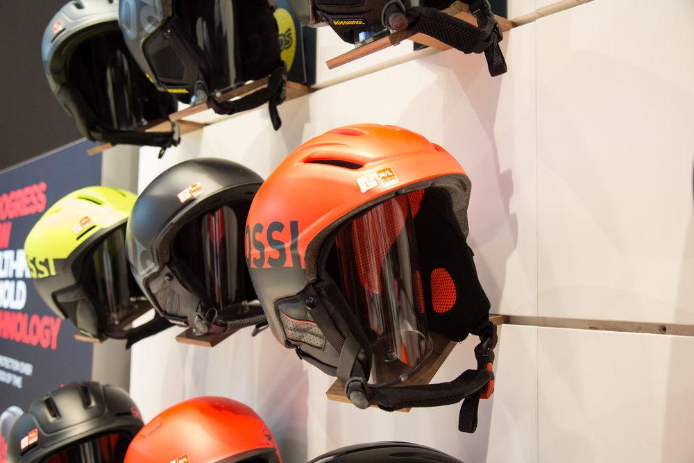 Neue Helme am Stand von Rossignol - ©Skiinfo