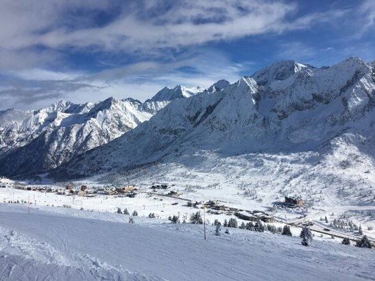 Pontedilegno Tonale - Adamello Ski - perfect day for skiing snow sun powder and plenty of groomed pistes... loving it - ©anonymous