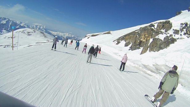 Les 2 Alpes - Starting to get thin but amazing on glacier. - ©anonymous