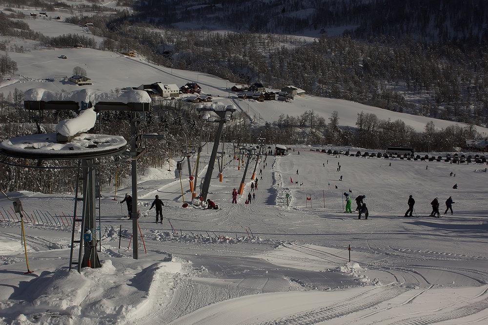 Det har kommet en meter snø i Myrkdalen den siste uka. Vestlendingene har vinterferie denne uka og kan juble over nydelige forhold. Her fra torsdag 23. februar. - ©Ole Vidar Søviknes