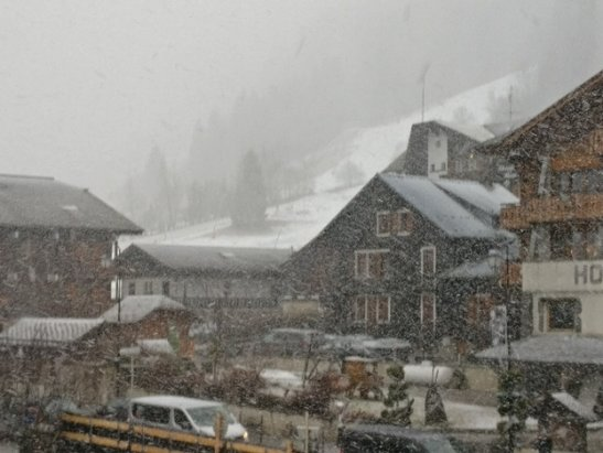 Morzine - Icy with poor visibility today, but heavy snow right now and forecast for tomorrow too.  - ©Jobz